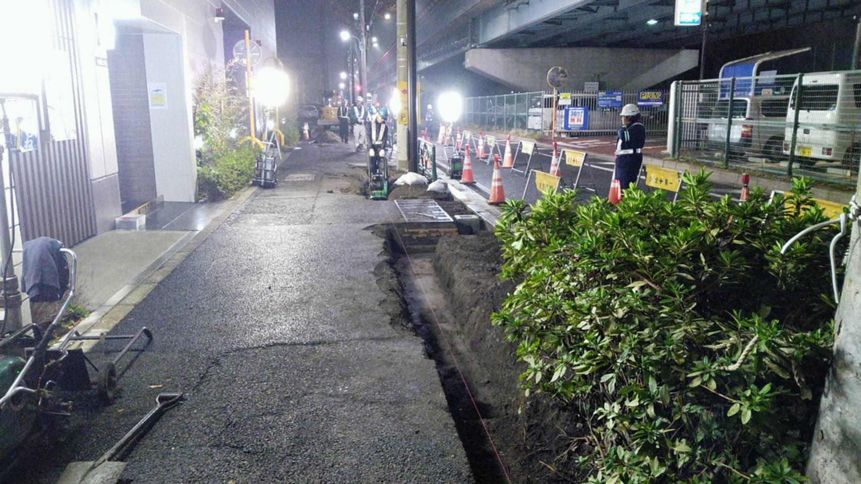 環七夜間 歩道舗装工事