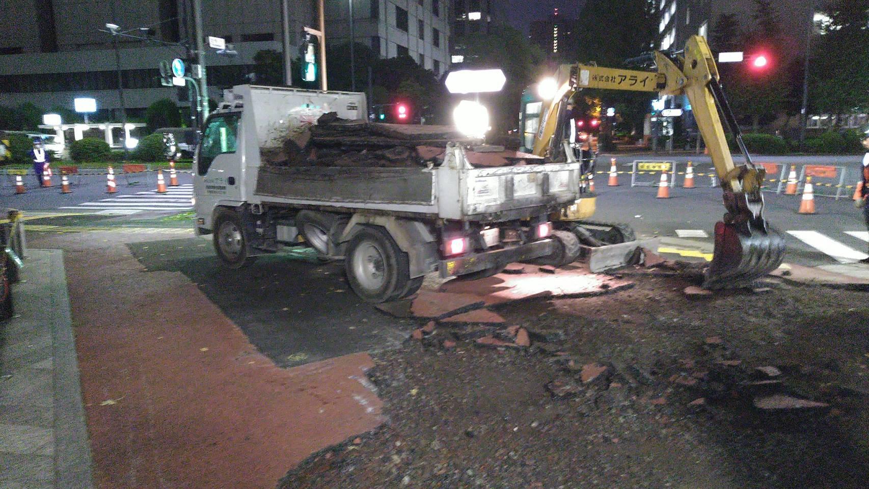 霞ヶ関(4日目 夜間)歩道舗装工事