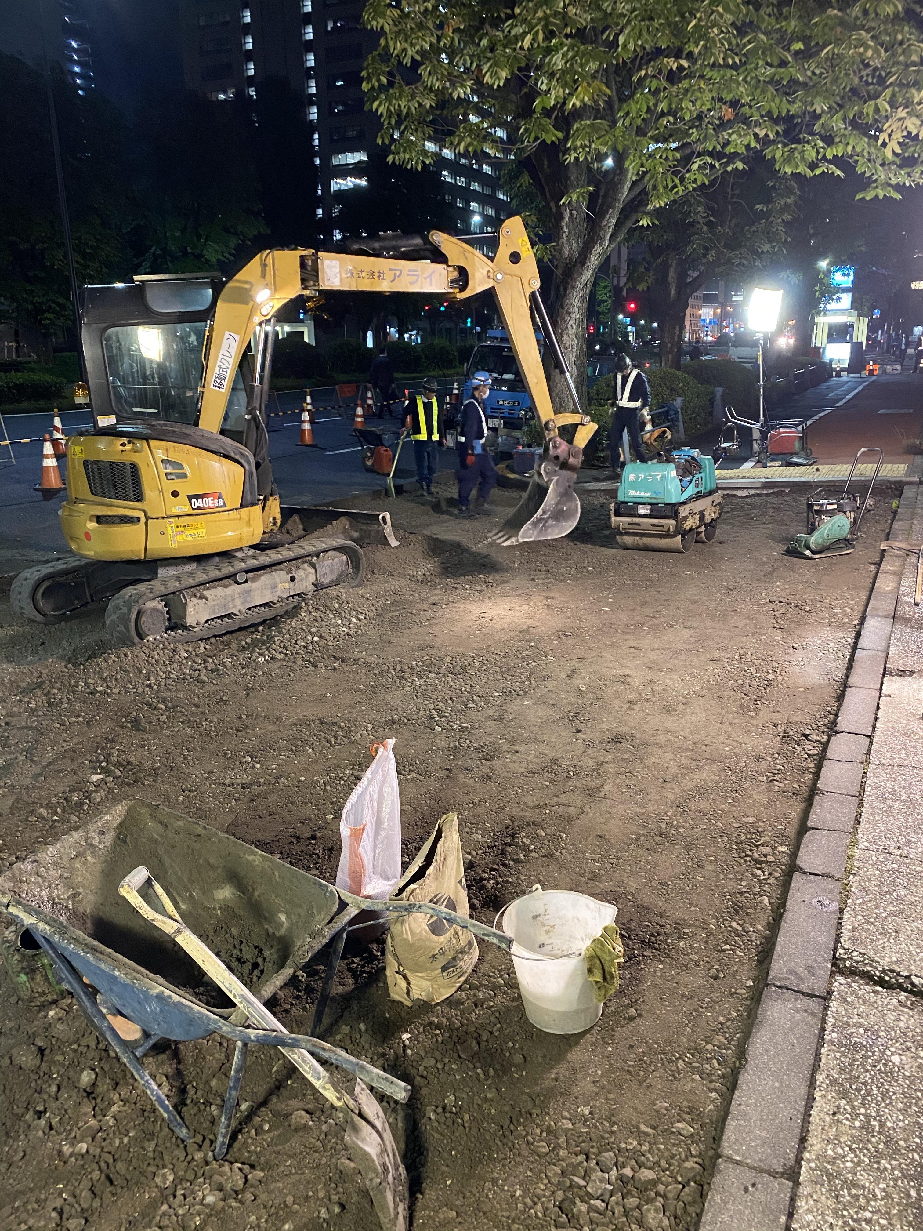 霞ヶ関 6日目 車道巻き込み部舗装工事(夜間)