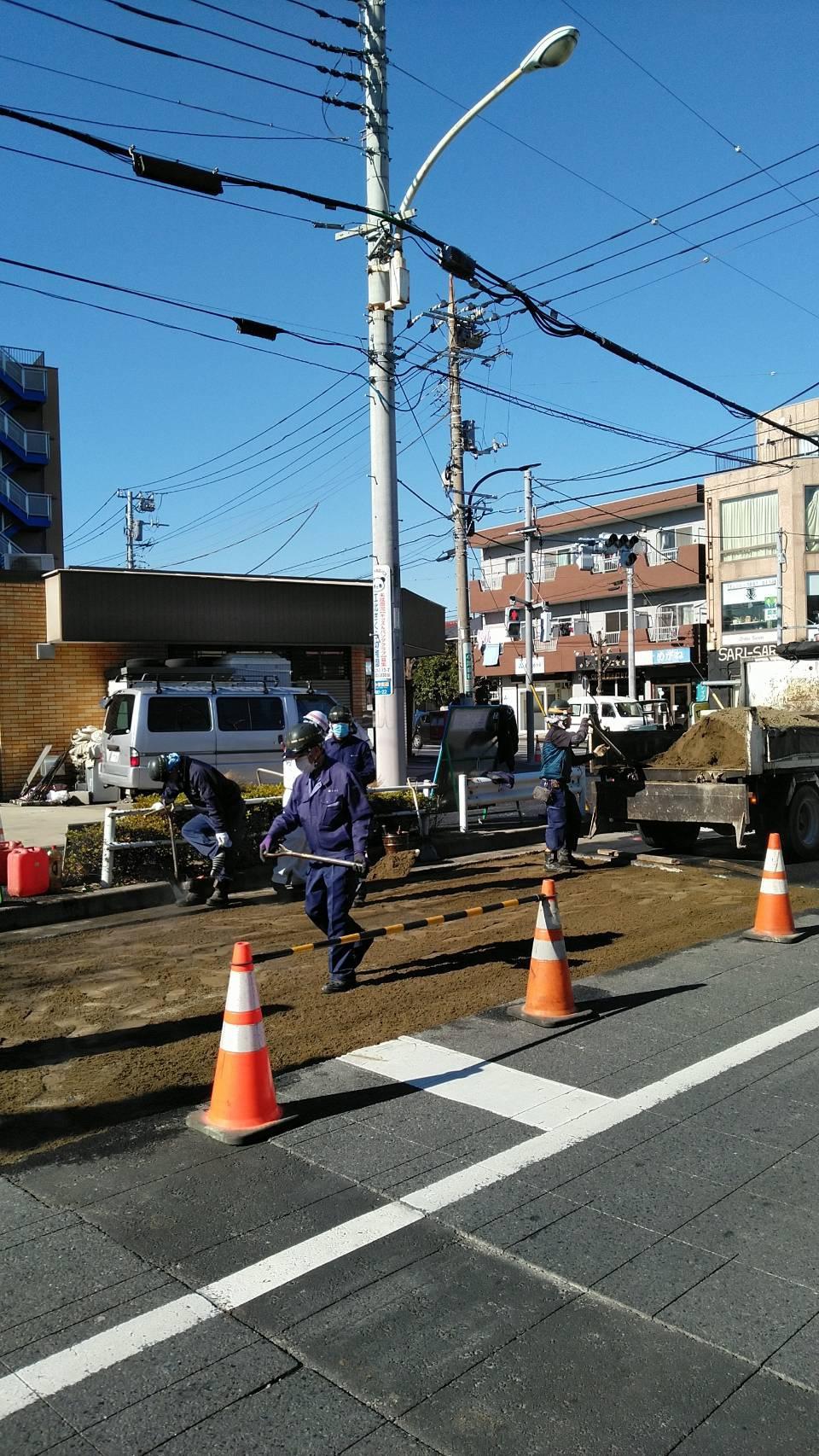 足立内 車道打ち換え工事(4日目)