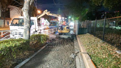 夜間 歩道舗装工事