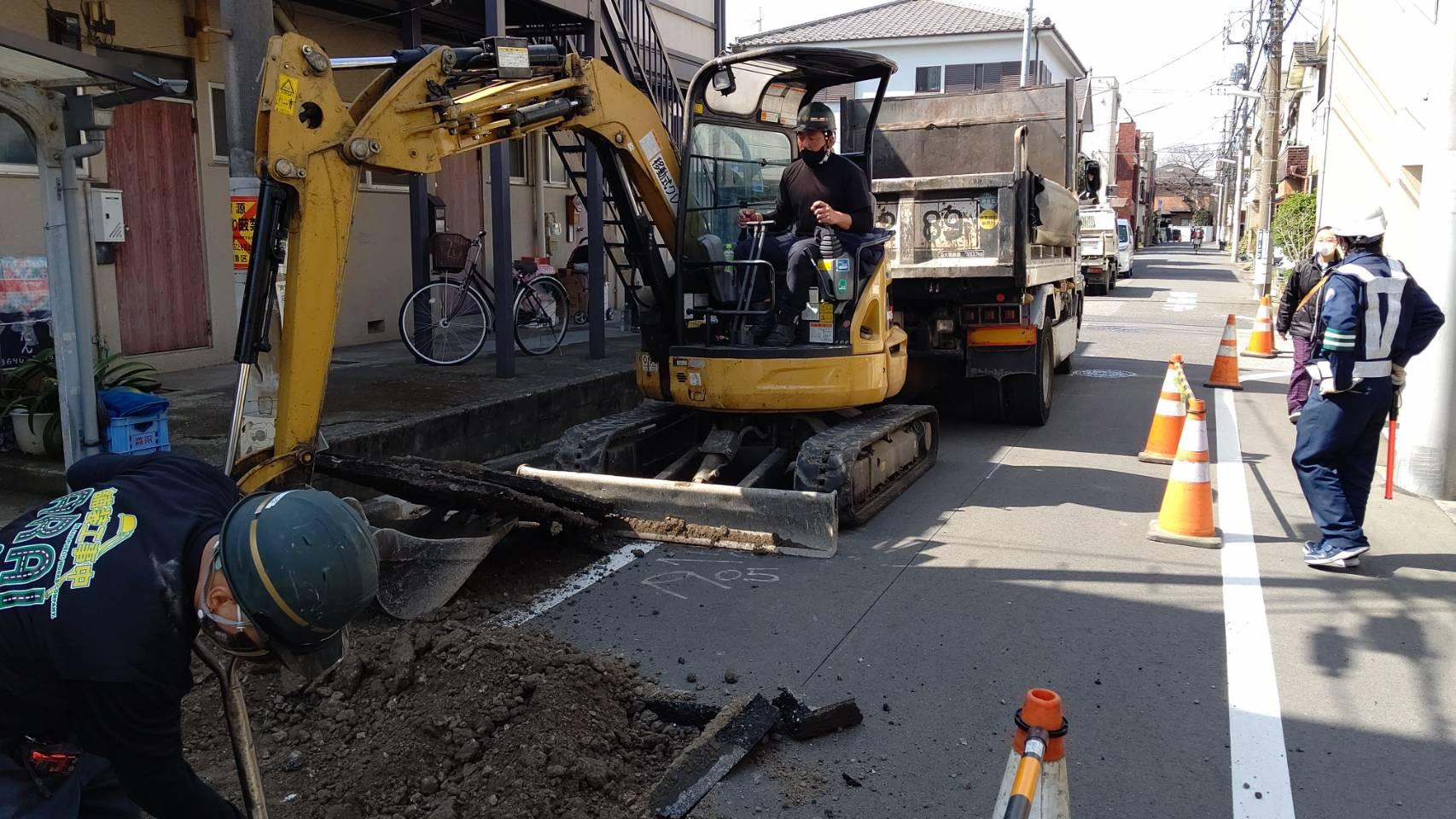 葛飾区内 車道打換工事👷♀️